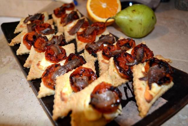 מאפי גבינת עיזים, עגבניות ואנשובי