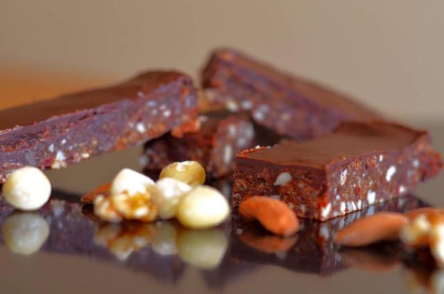 חטיף אגוזים תמרים ושוקולד
