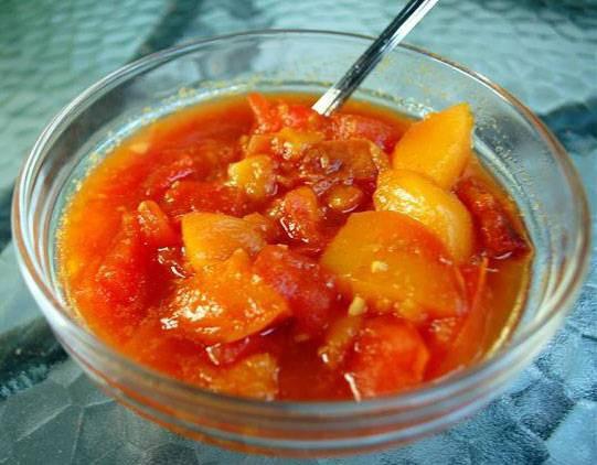 ריקוד קייצי - מרק עגבניות ונקטרינות קר